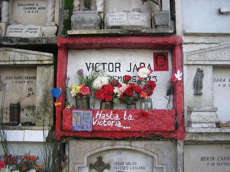 Tumba de Víctor Jara en el Cementerio de Santiago