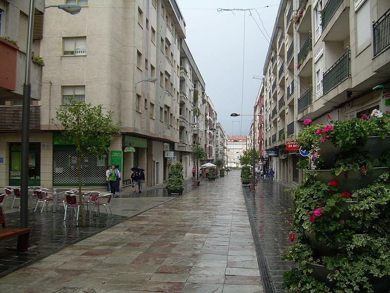 Una calle de Boiro panteones