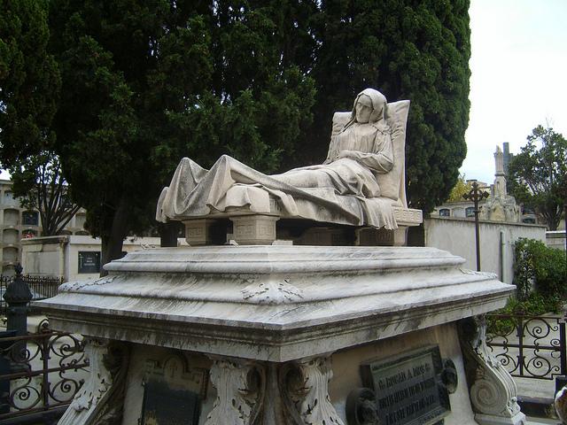 Monumentos funerarios en venta