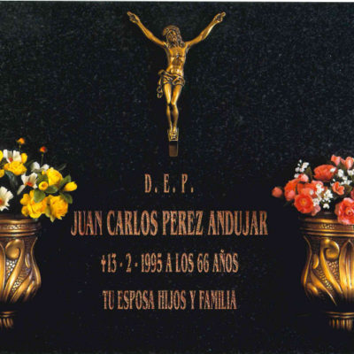 Lápida del Cristo con bucaros nº319
