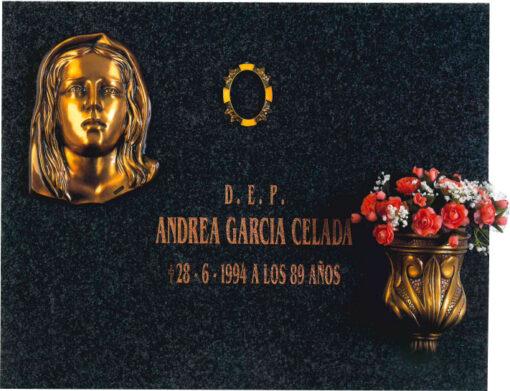 Lápida con la Virgen de los Dolores
