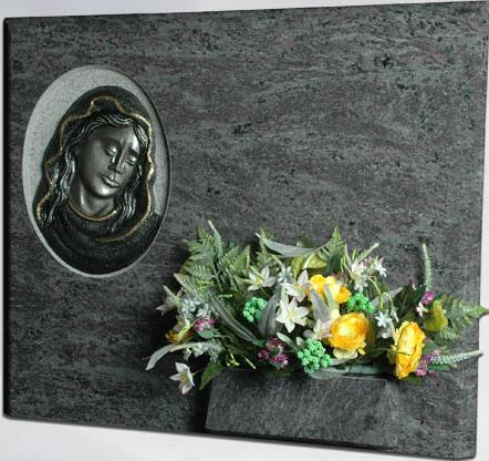 Lápida de la Virgen de la Dolorosa