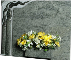Lapida con Cirios encendidos