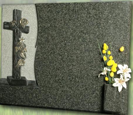Lápida de la Cruz con flores