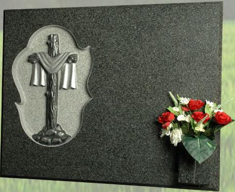 Lápida con la Cruz del santo sudario