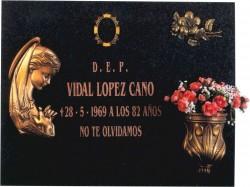 Lápida Virgen niña nº311