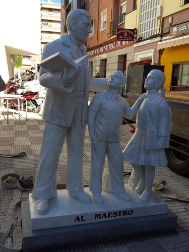 Escultura en honor al maestro