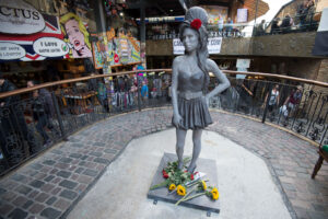estatua Amy Winehouse